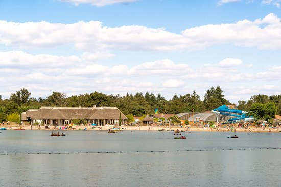 Pierrefitte sur Sauldre, France: Lac et Plage