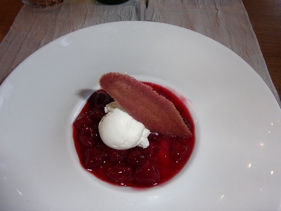 Le Rozier, France: dessert fruits rouges
