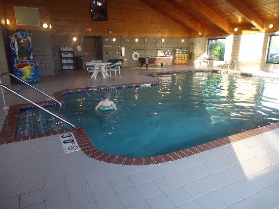 Manitowoc, WI: Large Pool