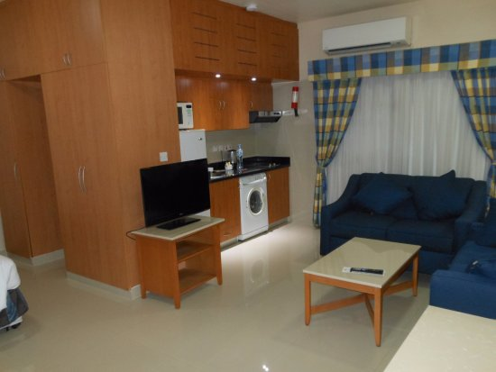 Golden Sands Hotel Apartments: View of room as you enter.