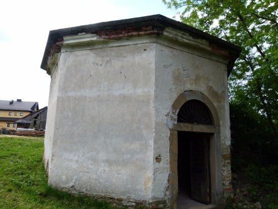 Frydman, Poland: Wejście do winnych piwnic (teren prywatny)