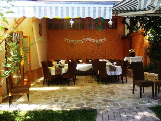 Restaurant Les Tilleuls : Terrasse aménagée pour un repas de mariage