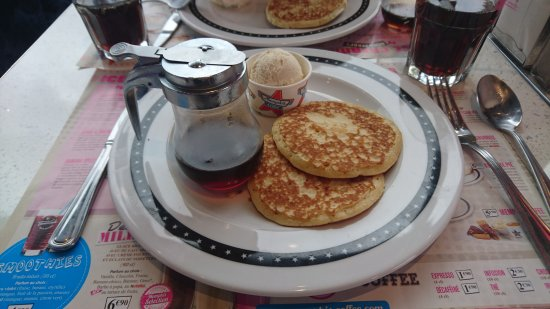 Barentin, France: Pancakes avec sirop d'érable