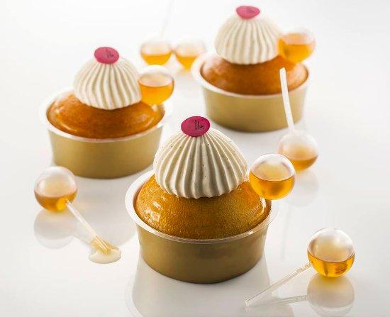 baba au rhum : sirop vanillé, zeste d'agrumes et rhum - picture of