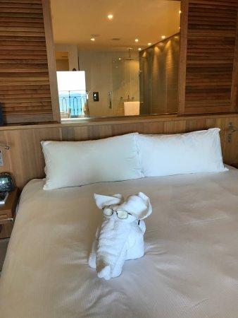 Hilton Malta : Towel arrangement