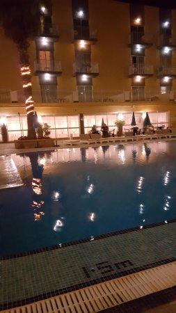 San Pawl Hotel: POOL AT NIGHT