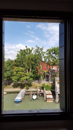 Casa Sant'Andrea: fenêtre qui donne sur le canal
