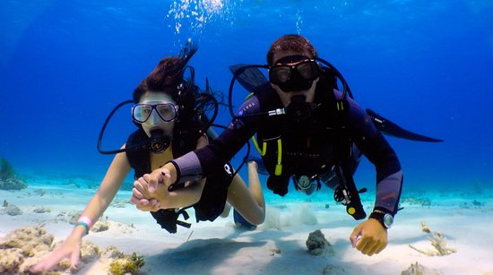 Malay, Philippines: Scuba Diving - Discover Scuba Diving for Beginer
