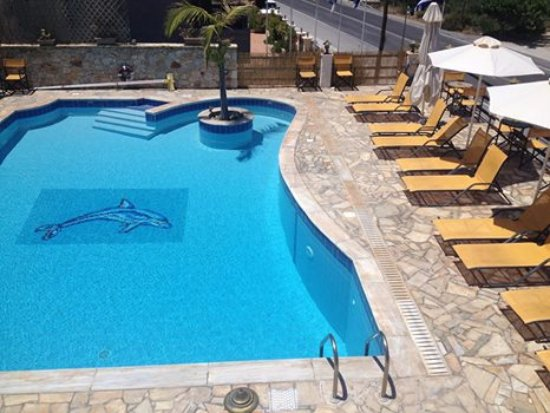 Kalo Chorio, Grécia: Our pool on the first day of summer 2017