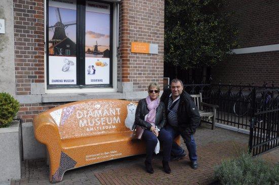 Diamant Museum Amsterdam está abierto a diario y se debe dedicar alrededor de una hora a la visi