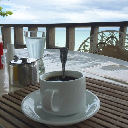 Travellers Beach Resort : Breakfast with a view
