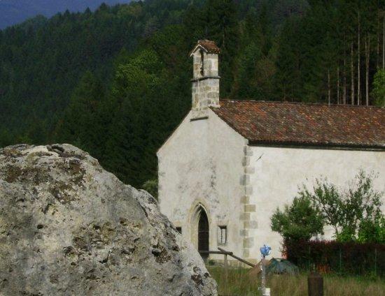 Ovaro, Italy: Vista della chiesa da Sud-ovest