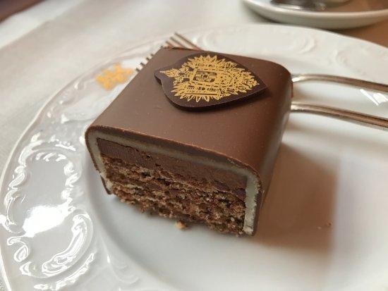 Read Valet Cake