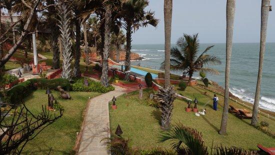 Fajara, Gambia: Ngala Lodge grounds and pool by the sea