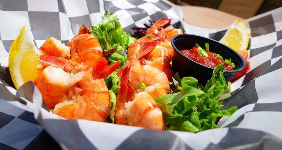 Atlantic Sands Hotel & Conference Center: Peel & eat Shrimp at the Sandcrab beach bar!