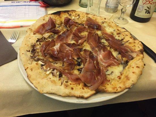 Pizzeria Barbe: pizza Appennino con impasto al kamut