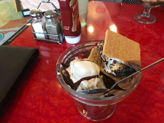 Aiken, Carolina del Sur: S'mores sundae