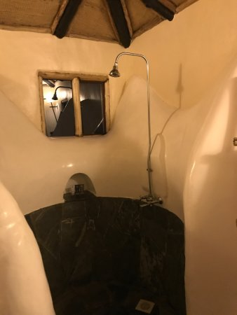 Virunga Lodge: shower alcove