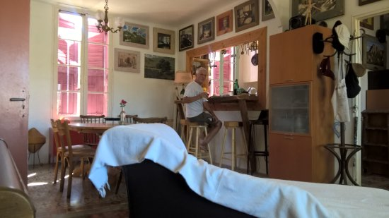 Saint-Laurent-de-la-Cabrerisse, Fransa: Maison d'Artiste et Galerie d'Art. Exposition permanente des Huiles sur Toiles de Robert Prouty.