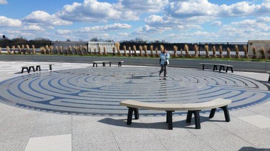 Independence, MO: Meditationslabyrinth auf der Dachterrasse
