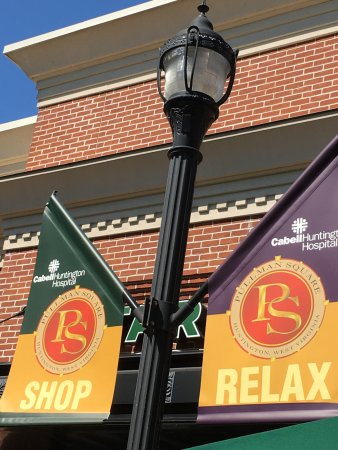 Pullman Square: Right outside of Starbucks