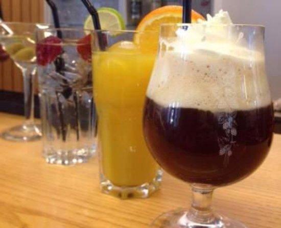 Stasjonen Cafe & Restaurant: A drink? Try Stasjonen Bar