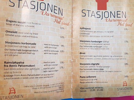 Stasjonen Cafe & Restaurant: Hot meals Stasjonen