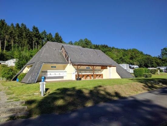 Thury-Harcourt, Fransa: Sanitaires communs au centre du camping