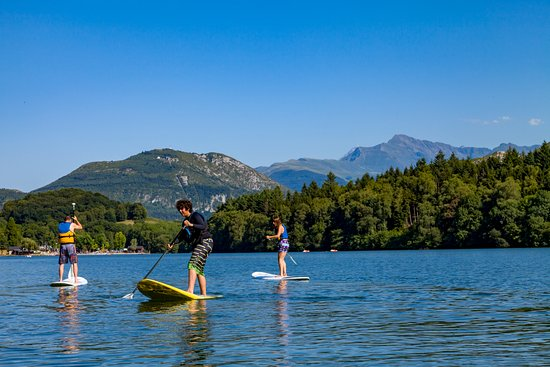 Stand up paddle sur le lac de lourdes en arri re plan le pic du jer office de tourisme de lou - Lourdes office du tourisme ...