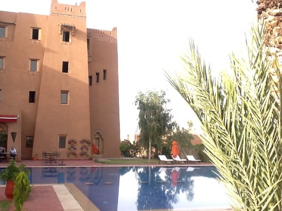 Ibis Moussafir Ouarzazate: Pool looking towards the rooms