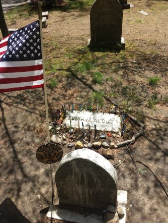 Concord, MA: Burial place of Lousia May Alcott
