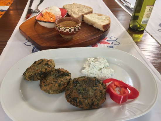 Sensational Nettle Balls With Cottage Cheese Traditional Bread With Home Interior And Landscaping Analalmasignezvosmurscom