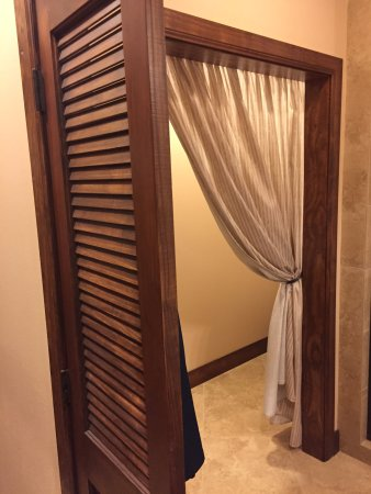 Hotel Granduca Austin Pictures Of Louvered Bathroom Door And Toilet Curtain