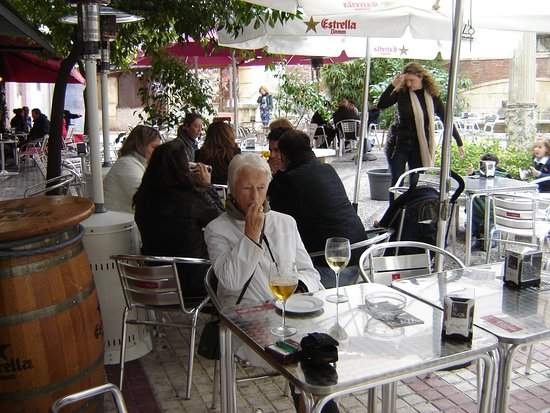 Costa Blanca, Spanien: a cafe in Jaen  © Robert Bovington