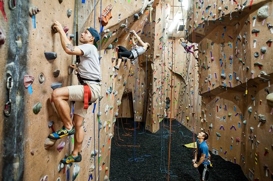 Rochester, MN: Prairie Walls has over 10,000 square feet of wall including 26 ropes and a huge bouldering area.