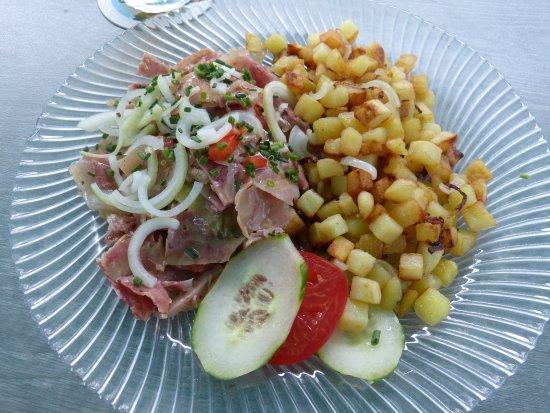 Gaggenau, Germany: mein Gericht: Ochsenmaulsalat mit Bratkartoffeln.