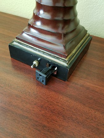 North Charleston Inn : Plug pulled out of lamp