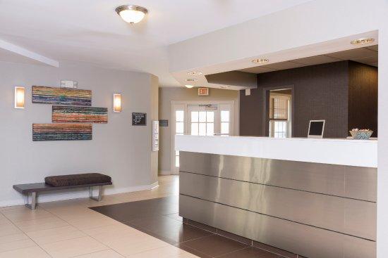 Residence Inn Grand Rapids West: Front Desk