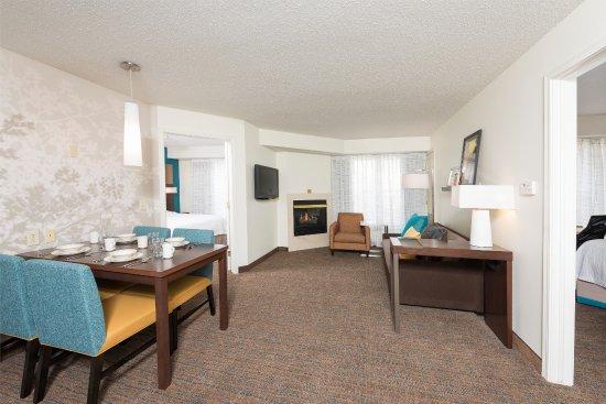 Grandville, MI: Two Bedroom Suite