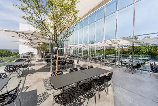 Oxon Hill, MD: National Market Patio