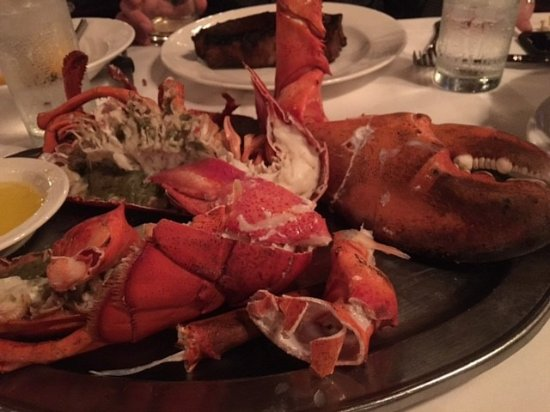 Bay Harbor Islands, Floryda: 4 Pound Lobster for the table to go with our steaks!
