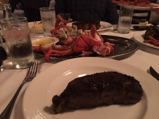 Bay Harbor Islands, Floryda: NY Strip and a 4 pound lobster - Heaven!