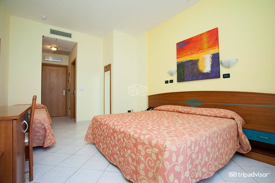 Orchidea Blu Hotel: triple-room-sea-view-v8225204_large.jpg