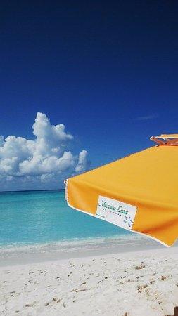 Posada Macanao Lodge: Servicio de Playa con Sombrilla, Cava Eqipada, Sillas y Toallas.