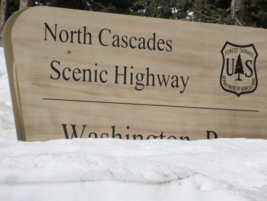 North Cascades National Park, WA: Missed the sign going east-stopped westbound-snow 10' and higher in places