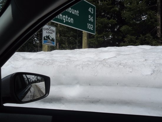 North Cascades National Park, WA: Snow higher than car May 19