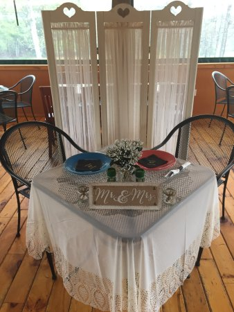 Pipestem, WV: Sweetheart table for a wedding reception dinner