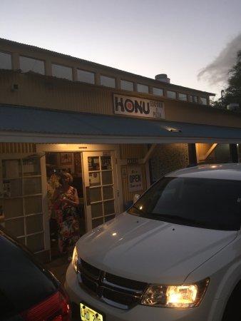 Honu Seafood and Pizza: Honu