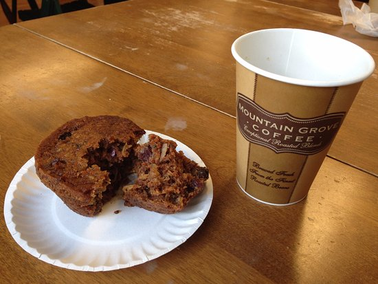 Ludlow, VT: Moist, tasty Morning Glory muffin and coffee