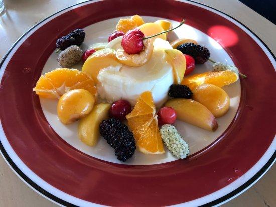 Botanical Park & Gardens of Crete Restaurant : Yoghurt with fresh fruits